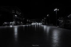 Solo due sul fondo (Palermo Finestra sul Mondo) Tags: bianco e nero sciacca sicilia sicily luci lights black bw beautiful light night notte midnight architettura ngc