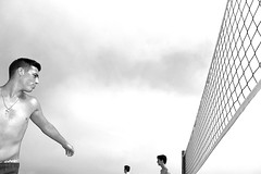 net (yaya13baut) Tags: narbonneplage beach plage peopleonthebeach net filet men boys playa heads blackandwhite blackwhite bw noiretblanc street streetphotography streetlife streetphoto streettogs streetphotographers everybodystreet oneverystreet candid frame flash strobe
