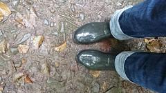 black wellies_flooded (yvonne_2.0) Tags: wellies gummistiefel rainboots galoshes squelchy nass wet flooded vollgelaufen