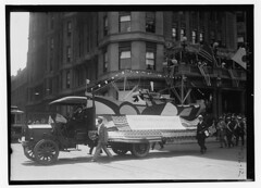 4th July (LOC) (The Library of Congress) Tags: libraryofcongress dc:identifier=httphdllocgovlocpnpggbain27398 xmlns:dc=httppurlorgdcelements11 loyaltyparade 1918 newyork 5thavenue savoy hotel