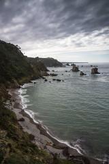 Septiembre en la playa v7- Sentipensar (ponzoosa) Tags: playa beach silencio asturias arena acantilado cliff cantbrico sea ocean ocano mar cudillero jursico