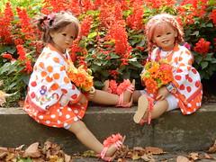 Blumenkinder ... eine kleine Pause muss sein ... (Kindergartenkinder) Tags: dolls himstedt annette kindergartenkinder essen park gruga personen kind herbst oktoberfest sanrike milina pflanze