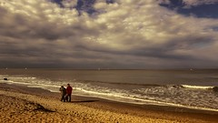 Une histoire d'Amour ? (Yasmine Hens) Tags: blankenberge plage sea sun clouds europa aaa  belgique blgica    belgio  belgia   bel be