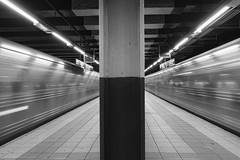 Meet and cross - NYC Subway (Fleccki) Tags: life street york city nyc newyorkcity blackandwhite bw usa monochrome real strada fuji metro streetphotography bn fujifilm stazione lun blackdiamond libreria stazioni xe1 lunaphoto lunagallery streetpassionaward fujixseries fujifilmxe1 fujixe1