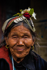 12__JZM5182.jpg (David Ducoin) Tags: old nepal portrait woman flower smile hat asia natural hiking happiness himalaya wrinkle arun hapinness arunvalley