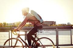 bicicletta (quintaainveruno) Tags: fotografia casco citt bicicletta giorno adulto sicurezza orizzontale figuraintera unapersona caucasico 3034anni