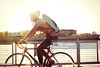 bicicletta (quintaainveruno) Tags: fotografia casco città bicicletta giorno adulto sicurezza orizzontale figuraintera unapersona caucasico 3034anni