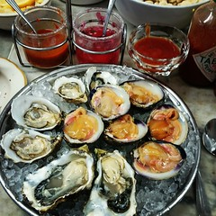 6 Blue Point Oysters & 6 Cherry Stone Clams (slowpoke_taiwan) Tags: sf sanfrancisco california ca blue food usa 6 stone cherry point restaurant swan raw sashimi hill depot seafood oysters oyster clams nobhill bluepoint nob 2014 seafoodrestaurant  swanoysterdepot cherrystone liverawfood  cherrystoneclam seafoodmarkets oct2014 sanfrancisco2014 1517polkstreetsanfranciscoca94109 6bluepointoysters
