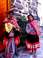 "Fillettes _ Ollantaytanbo • <a style=""font-size:0.8em;"" href=""http://www.flickr.com/photos/113766675@N07/16215421602/"" target=""_blank"">View on Flickr</a>"