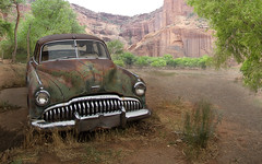 Buick Canyon de Chelly (Steve.frog) Tags: auto california old city wild arizona usa southwest west green chevrolet car bar truck silver gold virginia town utah buick bucket blood cowboy rocks mine mark nevada ghost rusty twin pickup canyon retro chevy twain oldtimer winchester saloon canyondechelly wildwest colt miner 3100 twinrocks buic cowcanyontradingpost