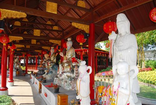 Chao Por Lak Muang Suphan Shrine