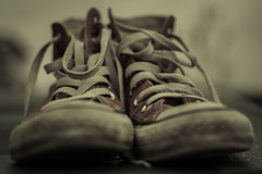 Converse. (Suggsy69) Tags: nikon dof sneakers trainers depthoffield converse worn aged d5200 theflickrloungeweeklythemelowkey