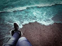 Marea de paz (Lau Armoa) Tags: cameraphone ocean camera sea portrait selfportrait feet beach me water self myself foot mar agua peace phone legs cellphone paz playa pies celular telefono oceano piernas marea