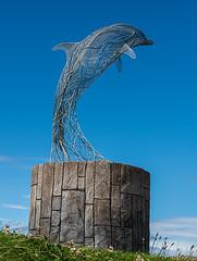 Portsoy Dalphin (Geoff France) Tags: portsoy harbour boat salmonnettingboat statue wire wirestatue plinth moray moraycoast morayfirth