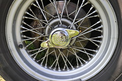 AC Ace detail: knock-on wire wheel (Pim Stouten) Tags: arden british car auto wagen pkw vhicule macchina burgzelem wirewheel spaakwiel ac ace roadster rennwagen sportwagen sportauto sportscar