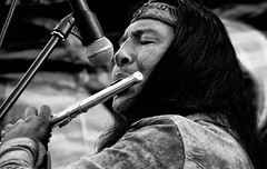Melodie tribali (encantadissima) Tags: qarybastidas inca roccapalumba palermo sagradellaficodindia streetphotography bienne monocromo microfono flautotraverso phatos