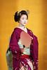 Maiko et Geiko (6) (romain_castellani) Tags: d750 japon japan kyōto kyoto portrait spectacle geisha maiko geiko people art face visage tradition danse dance musique music femme woman éventail or gold maquillage makeup kimono personnes intérieur tamron70300mmf456 handfan handheldfan c1 nikon
