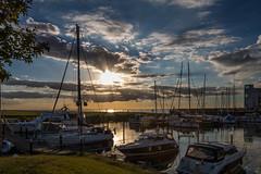 Evening sky at the Marina (Infomastern) Tags: malm vstrahamnen boat bt cloud dock goodnightsun hav marina sea sky