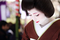 Tradition (Teruhide Tomori) Tags: portrait woman girl beauty festival japan lady kyoto maiko geiko geisha   kimono tradition   kitanotenmangu baikasai ef70200mmf28l     canoneos5dmark