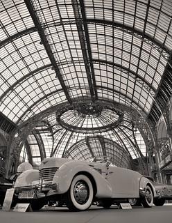 Paris . le grand palais . CORD 812 Phaëton 1937