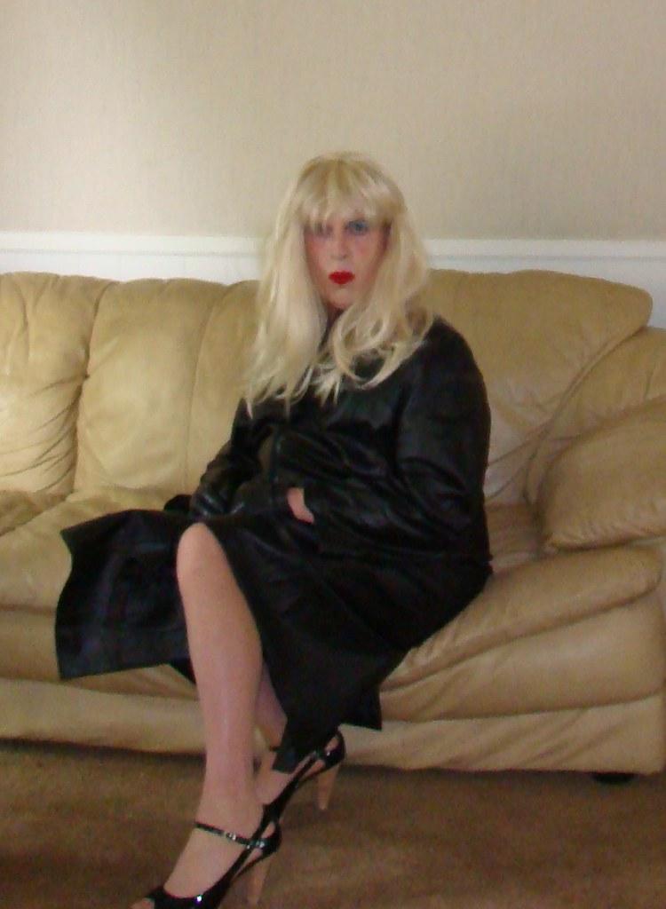 Hot blonde milf gang bang | Erotic photo)