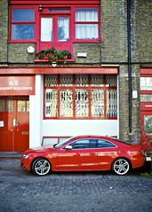 Red car, Shoreditch (I M Roberts) Tags: red shoreditch hackney eastlondon redcar