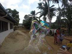 Seifenblasen in Behinderteneinrichtung in Ittapana, Sri Lanka 11