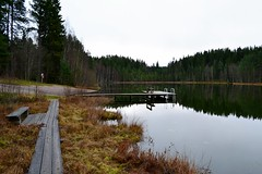 A view to the swimming place of Lake Kahtoilampi, Hmeenlinna, 20111112 (RainoL) Tags: november autumn lake reflection eh finland geotagged fin hmeenlinna 2011 hme tavastehus kantahme 201111 etelhme 20111112 tavastland kahtoilammi geo:lat=6100499000 geo:lon=2440581500