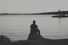 La soledad del humano medio (Mishifuelgato) Tags: puerto san gabriel alicante white blanco y negro photography portrait retrato alejandro soledad agua mar cielo azul blue sky faro la del humano medio tristeza filosofía