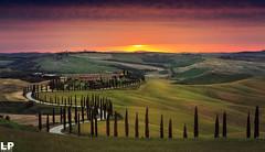 Val d'Orcia (kant53) Tags: cielo colori campagna colline tramonto allaperto alberi cipressi villa casa coltivazioni orizzonte