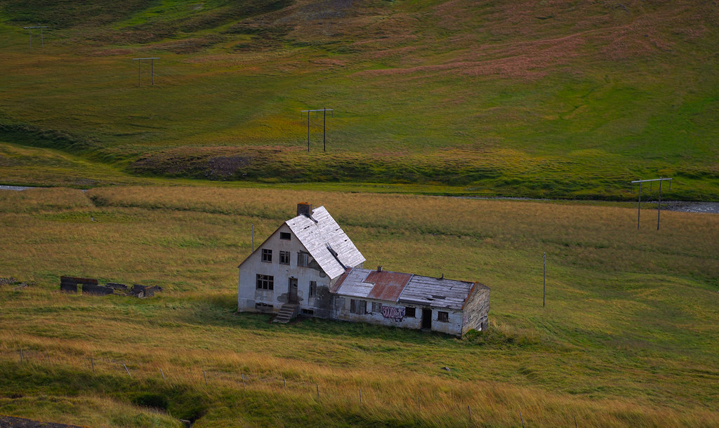 The world 39 s newest photos of bakkasel flickr hive mind for Iceland lonely house