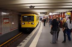 Gizela na U Alexanderplatz (J. Piecuch) Tags: people berlin subway u2 deutschland leute metro u ubahn alexanderplatz bahn gi gisele gisela ludzie bvg gii niemcy gi1