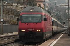 SBB Lokomotive Re 460 000 - 3 mit Taufname Grauholz ( Hersteller SLM Nr 5403 - ABB - Inbetriebname 1992 ) am Bahnhof Clarens im Kanton Waadt - Vaud der Schweiz (chrchr_75) Tags: chriguhurnibluemailch christoph hurni schweiz suisse switzerland svizzera suissa swiss chrchr chrchr75 chrigu chriguhurni 1503 mrz 2015 eisenbahn schweizer bahnen bahn train treno zug albumbahnenderschweiz albumbahnenderschweiz201516 albumzzz201503mrz re460 re 460 albumsbbre460 sbb cff ffs schweizerische bundesbahn bundesbahnen lok lokomotive juna zoug trainen tog tren   locomotora lokomotiv locomotief locomotiva locomotive railway rautatie chemin de fer ferrovia  spoorweg  centralstation ferroviaria