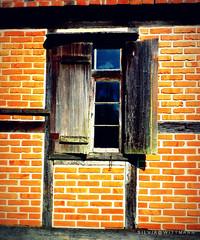 Pomerode, SC (silwittmann) Tags: old building window vidro brasil architecture facade ventana decay rustic janela santacatarina fachada glas fachwerk colombages pomerode enxaimel woodenwindow germanheritage janelademadeira tijolosavista rotadoenxaimel entremadosdemadera