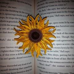 IMG_20160614_222521 (Fatti Peñate) Tags: beautiful yellow girasol book books libro libros letras filigrana hermoso photography photo foto elsalvadorimpresionante elsalvador celular cellphone