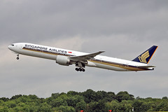 "9V-SWN Boeing 777-312ER Singapore Airlines MAN 17-07-16 (PlanecrazyUK) Tags: egcc manchester man ringway ""manchester airport"" 9vswn boeing777312er singaporeairlines 170716"