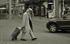 Windige Einkaufs-Tour * Windy shoping tour * Tour de compras con mucho viento * Explored 03.10.2016   .  DSC_6577-001 (Maya HK - On and Off) Tags: 021016 2012 copyrightbymayawaltihk flickr fotografíadelacalle gente löwenplatz leute menschen nikond3000 people personen sw schweiz strassenfotographie streetphotography suiza switzerland zúrich zürich zurich explored20161003 explore explored