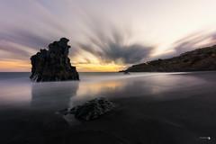 Comienza un nuevo da (Caramad) Tags: mar canarias olas camadats rocas agua longexposure playaelbullullo oceanoatlantico luz wave tenerife seascape landscape rocks espaa sea