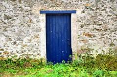 C'est une porte bleue ... (garpar) Tags: france porte mur campagne iledefrance chemin portail seineetmarne ruralit garpar paysdecoulommiers