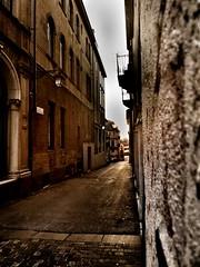 Alley (RaziEl92) Tags: sunset twilight alley samsung via historical rays portici bassano bassanodelgrappa lunghi smc115