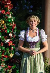 Helga mit Tannenbaum (ddindy) Tags: christmas orlando epcot florida disney disneyworld waltdisneyworld worldshowcase