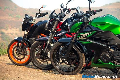 Kawasaki-Z250-vs-Benelli-TNT-300-vs-KTM-Duke-390-07
