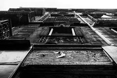 Vieil immeuble  Bordeaux (Pixel Carr) Tags: noiretblanc bordeaux immeuble victoire nikkor20mm28