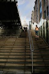 London (cacciaramarri) Tags: london thames millenniumbridge runners londra corsa londoners