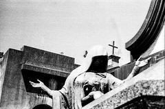 Protection (ricardoontiverosescobar) Tags: leica sculpture white black art cemetery graveyard zeiss cross angels m3 planar carlzeiss