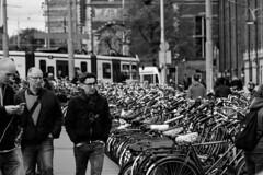 All that bike (Manuel Gayoso) Tags: amsterdam gente bicicletas centraal