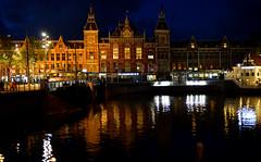 Pays-Bas - Amsterdam - la gare - the station (AlCapitol) Tags: reflection station amsterdam canal nikon gare illumination reflet paysbas d800
