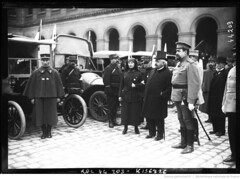 1915-03-14, Mr Millerand reoit des ambulances russes [en prsence d'un officier russe] (foot-passenger) Tags: bibliothquenationaledefrance bnf gallica oldphoto 1915 ambulance france wwi worldwari
