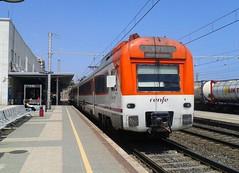Renfe 448.014 en Tarragona (Pantoteatre) Tags: regional tarragona renfe r14