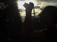 Back (Somni Minvant) Tags: camera light sunset sun tree luz sol girl beautiful silhouette arbol atardecer colombia nia silueta hermosa camara contour contorno